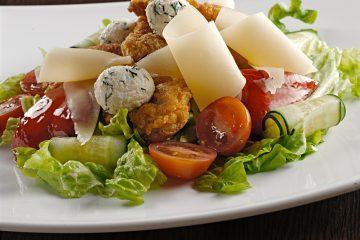 Салат со свининой в панировке